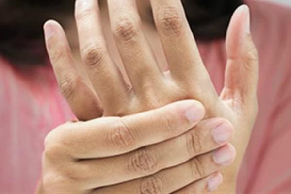 Ρευματοειδής αρθρίτιδα: Αυτά είναι τα 12 πρώιμα σημάδια!