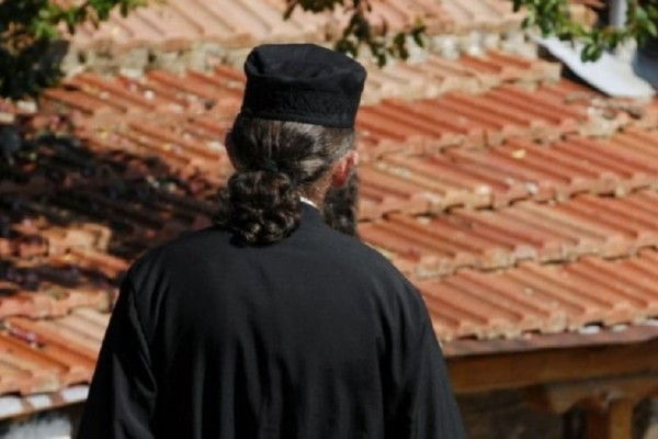 Απίστευτο περιστατικό στην Ημαθία: Ιερέας έκρυβε κοκαΐνη σε... απόκρυφα σημεία!