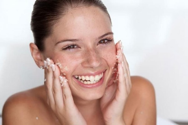 Εσύ ξέρεις πως να φτιάξεις φυσικό scrub για το πρόσωπο και το σώμα; Γρήγορα στην... κουζίνα!