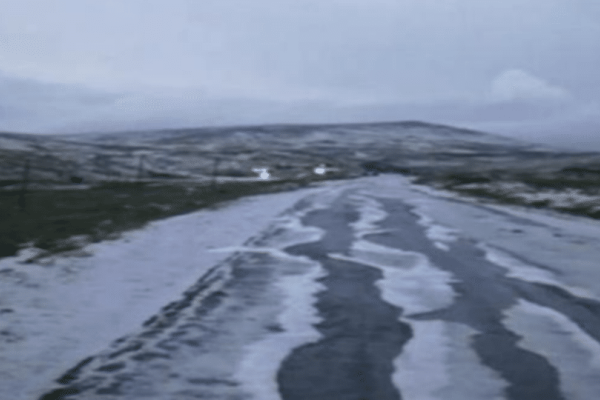 Μοναδικές φωτογραφίες: Στα «λευκά» το Καϊμακτσαλάν από το χαλάζι