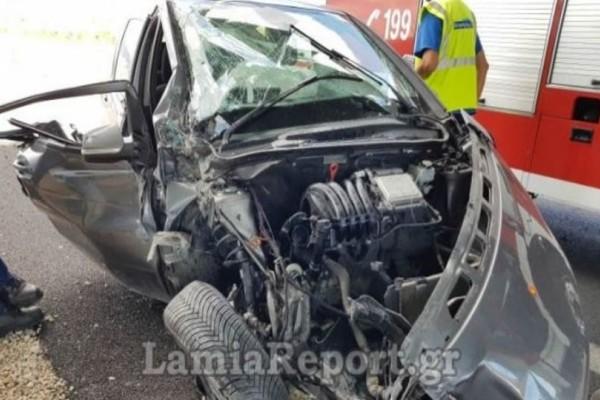 Τροχαίο στη Λαμία: Από θαύμα γλίτωσαν δύο γυναίκες που εγκλωβίστηκαν στο αυτοκίνητο!