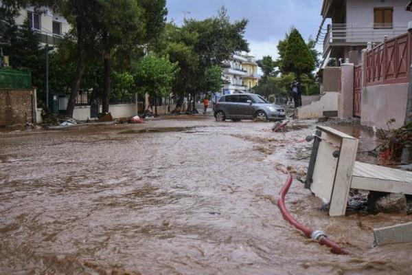 Πενήντα σπίτια πλημμύρισαν σε Μάνδρα και Μαγούλα σε λιγότερο από μια ώρα!