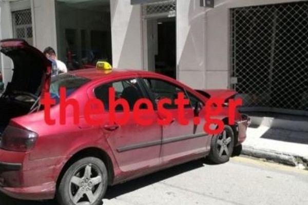 Παρ' ολίγον τραγωδία στην Πάτρα: Ταξί έπεσε σε βιτρίνα στο κέντρο της πόλης!