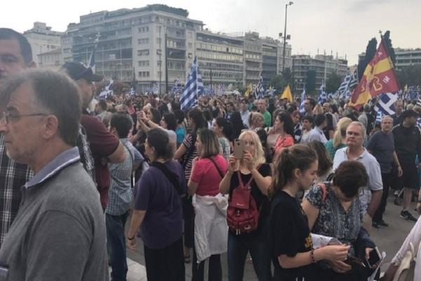 Συλλαλητήριο για την Μακεδονία: Χημικά και ένταση στο Σύνταγμα! (Video)