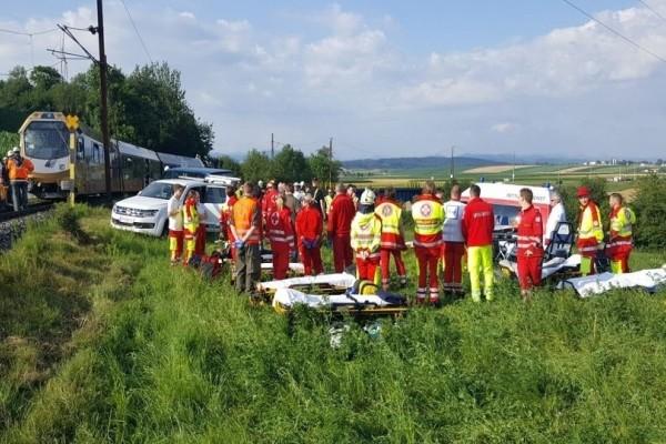 Συναγερμός στην Αυστρία: Εκτροχιάστηκε τρένο με δεκάδες τραυματίες!