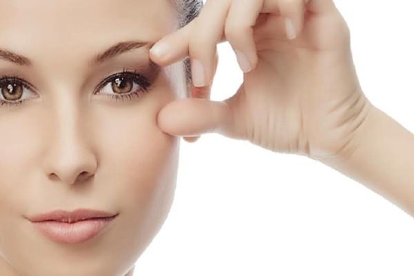 Ρυτίδες κάτω από τα μάτια: 4 εύκολα tips για να απαλλαγείς μία για πάντα!
