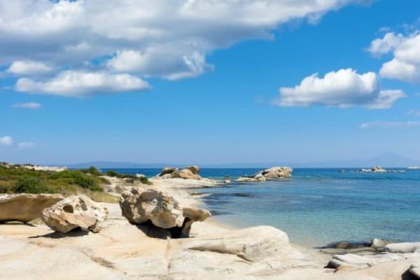 Εξωτικό ελληνικό νησί με ζεστά νερά και καθόλου κύματα όλο τον χρόνο!