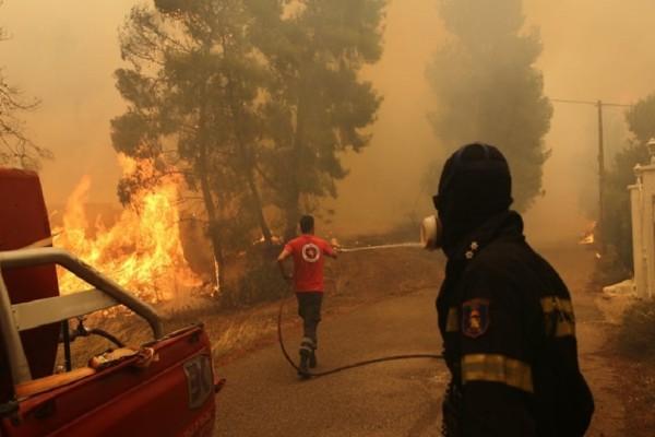 Συγκλονίζει η περιγραφή ενός κατοίκου της Κινέτας: Περάσαμε με το τρένο μέσα από τις φωτιές!