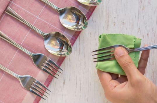 Έτσι θα καθαρίσεις και θα γυαλίσεις τα ασημένια μαχαιροπίρουνα!