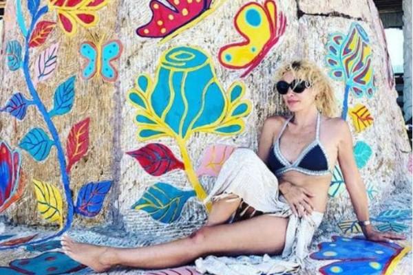 «Μυτόγκα... Ρούφα και άλλο...» Απίστευτα σχόλια κάτω από τις φωτογραφίες των διακοπών της Ελένης Μενεγάκη!