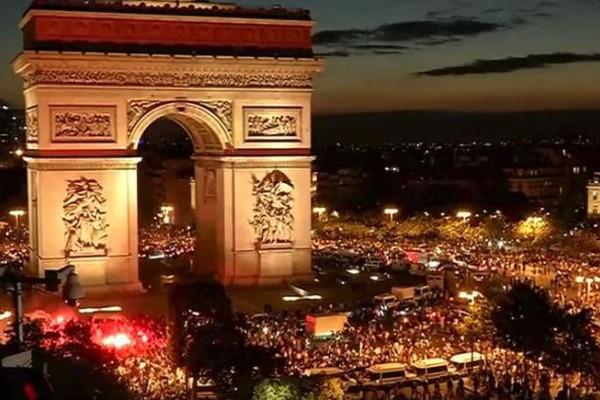 Μουντιάλ 2018: Στους δρόμους όλη η Γαλλία για να πανηγυρίσει την πρόκριση της ομάδας (video)