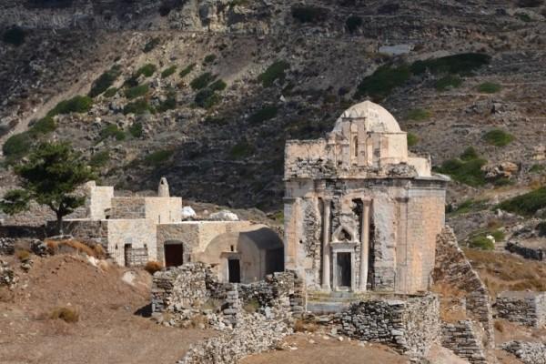 Ανακαλύφθηκε ασύλητος τάφος στη Σίκινο!