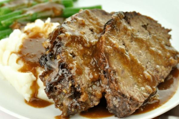 Η συνταγή της ημέρας: Νουά μαγειρευτό με πουρέ πατάτας!