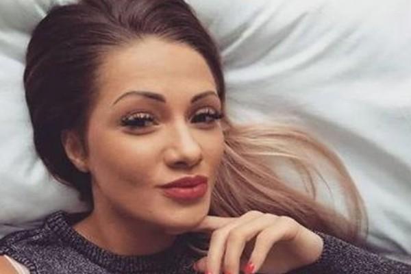 Βρήκαν την 23χρονη καλλονή κρεμασμένη δίπλα στην 3χρονη κορούλα της!