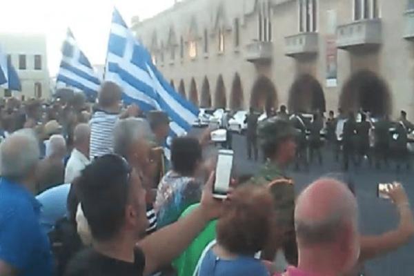 Ρόδος: Δείτε τι συνέβη μόλις η στρατιωτική μπάντα έπαιξε το «Μακεδονία Ξακουστή»