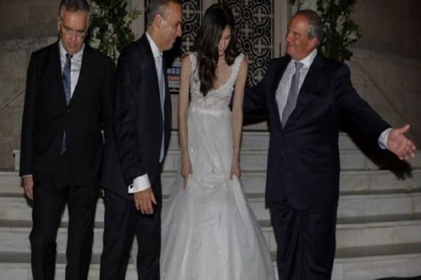 Ο λαμπερός γάμος στη Γλυφάδα με κουμπάρο τον Κώστα Καραμανλή!