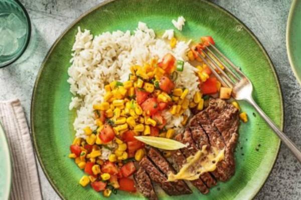 Η συνταγή της ημέρας: Ζουμερή μπριζόλα με ρύζι και σαλάτα καλαμποκιού!