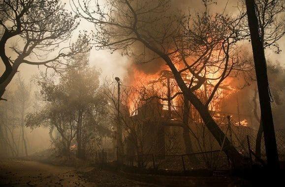 Επικρατεί σύγχυση: Η Περιφέρεια ισχυρίζεται ότι έδωσε εντολή εκκένωσης στο Μάτι - Διαψεύδει ο δήμαρχος