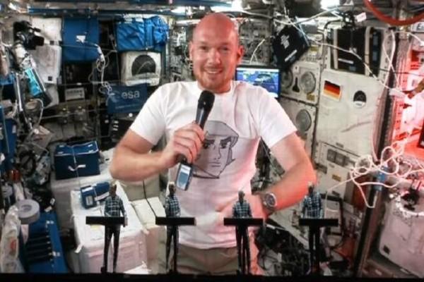 Απίστευτο βίντεο: Αστροναύτης έπαιξε συνθεσάιζερ σε συναυλία από το διάστημα!