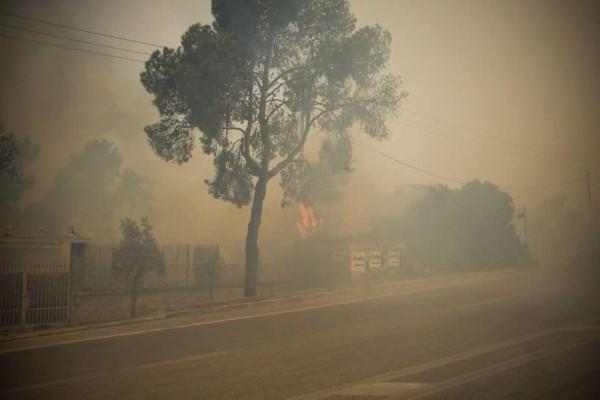 Συνεχίζουν να καίνε οι πυρκαγιές σε Κινέτα και Ανατολική Αττική!