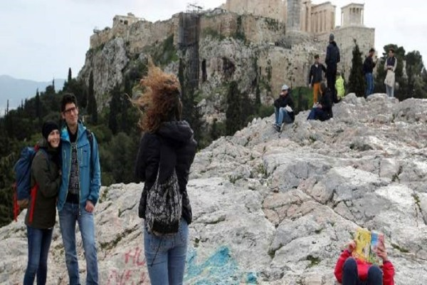 Αυτοί είναι οι 40 αλλοδαποί πορτοφολάδες που έκλεβαν τους τουρίστες στην Αθήνα!