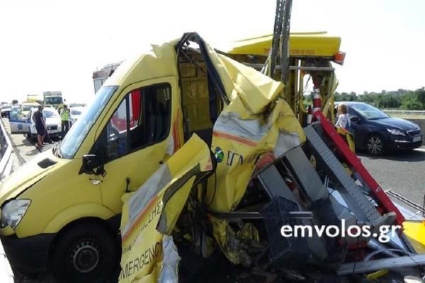 Σοκαριστικές φωτογραφίες από το τροχαίο στην Εγνατία Οδό! - Ένας τραυματίες και σοβαρές ζημιές από την σύγκρουση!