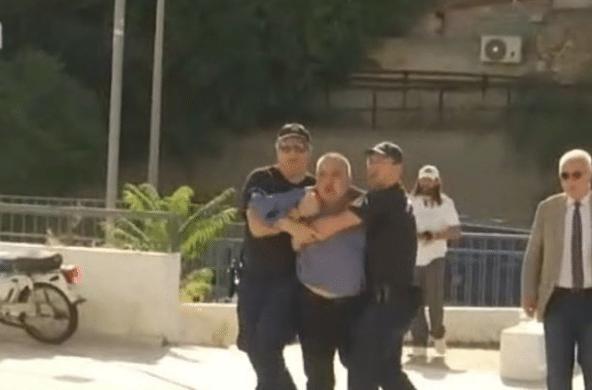 Ένταση στη δίκη για τη δολοφονία της Δώρας Ζέμπερη! Άντρες της αστυνομίας κρατούν τον πατέρα για να μην επιτεθεί στον κατηγορούμενο (video)