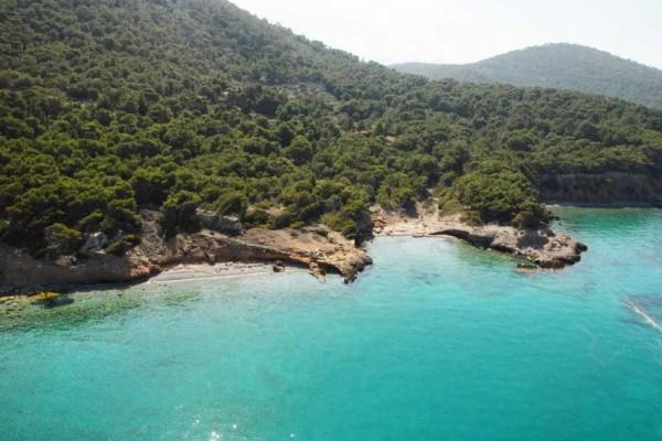 Μοναδικό βίντεο από το Αγκίστρι: Το νησί που εντυπωσιάζει με τις ομορφιές!