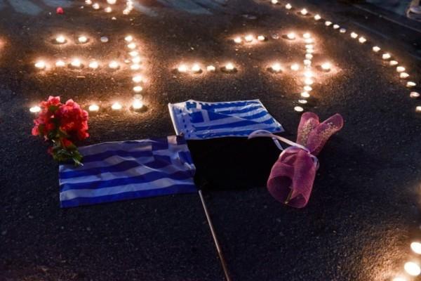 Φωτιά στο Μάτι: Απίστευτες φωτογραφίες από την συγκέντρωση στο Σύνταγμα για τους νεκρούς από την πυρκαγιά!