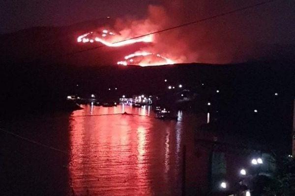 Τεράστια πυρκαγιά κατακαίει την Κύθνο!