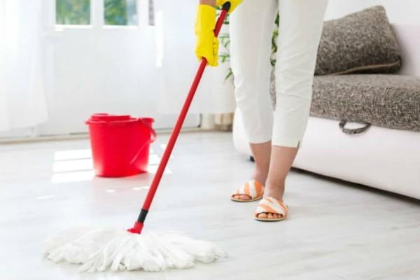 Μυρίζει άσχημα το σπίτι μετά το σφουγγάρισμα; Δες τι πρέπει να κάνεις για να το αλλάξεις