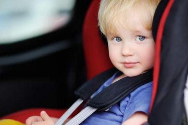 Γιατί ένα παιδί θα πεθάνει αν το αφήσετε στο αμάξι ενώ έξω έχει 29º C