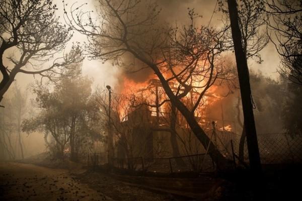 «Αλαλούμ» στα ΜΜΜ της Αθήνας εξαιτίας της μεγάλης πυρκαγιάς στην Κινέτα