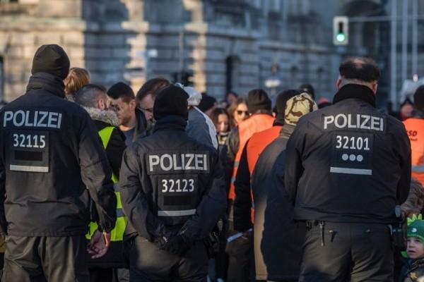 Πανικός στη Γερμανία: Ένας νεκρός και δεκάδες τραυματίες από επίθεση σε λεωφορείο!