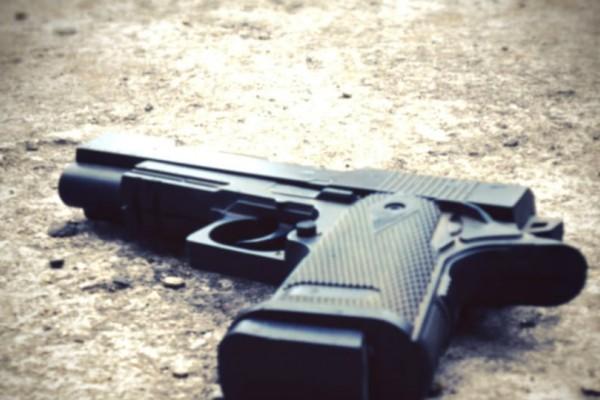 Αστυνομικός ξέχασε το πιστόλι πάνω στο αυτοκίνητο και... έφυγε για τη δουλειά!
