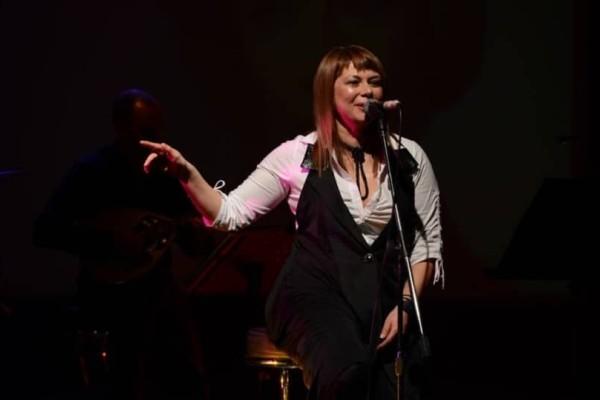 Ελένη Καρουσάκη: Διασώθηκε την τελευταία στιγμή από το Λιμενικό! - Εφιαλτικές στιγμές για την τραγουδίστρια!