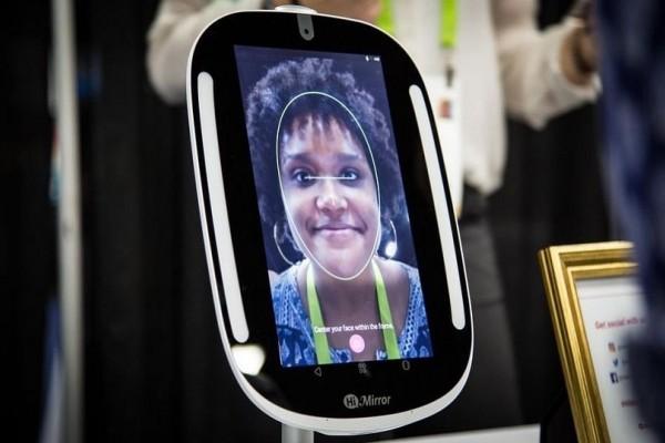 Υψηλής τεχνολογίας καθρέφτης δείχνει αν είμαστε όμορφοι και υγιείς!
