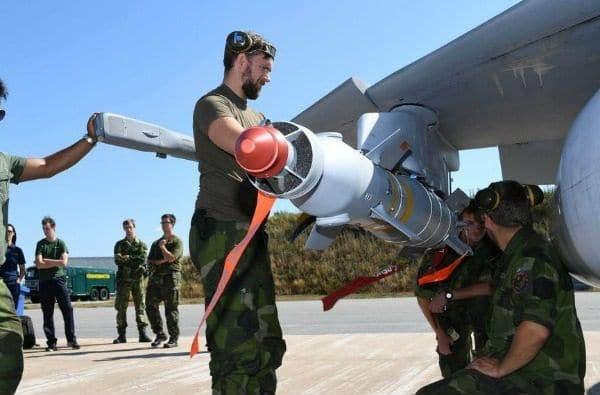 Στη Σουηδία η Πολεμική Αεροπορία ρίχνει βόμβες στις εστίες πυρκαγιών για να θέσει υπό έλεγχο την πύρινη λαίλαπα