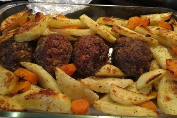 Φτιάξτε εύκολα και νόστιμα κεφτεδάκια φούρνου με πατάτες!
