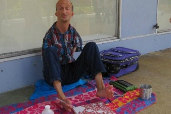 46χρονος χωρίς χέρια κατηγορείται οτι μαχαίρωσε τουρίστα (Photos)