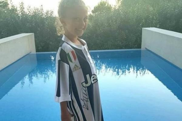 Στο Costa Navarino υπέγραψε ο Ρονάλντο την πρώτη του φανέλα της Γιουβέντους!