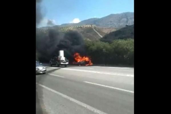 Κρήτη: Αυτοκίνητο τυλίχθηκε στις φλόγες (video)