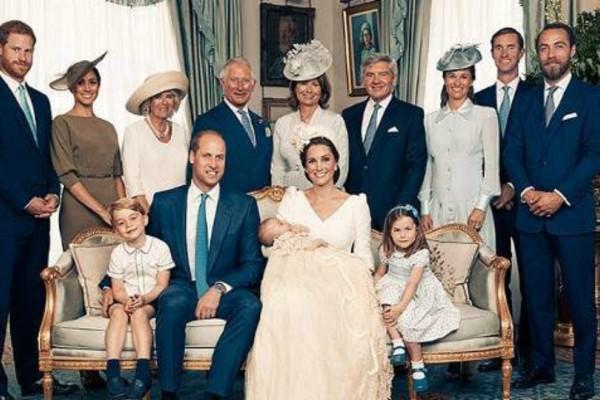 Οι επίσημες φωτογραφίες από τη βάπτιση του πρίγκιπα Λούις: Την παράσταση έκλεψαν τα μικρά «διαολάκια» και το λάθος της...Μέγκαν!
