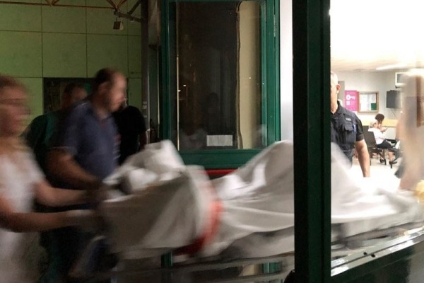 Σκηνές σοκ έξω από τα μεγάλα νοσοκομεία της Αθήνας! - Τρεις νεκροί, πενήντα τραυματίες! (Video)