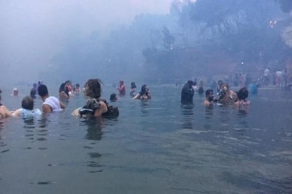 Φονική πυρκαγιά στην Αττική: «Τρέχαμε να σώσουμε τα παιδιά»! - Σπαράζει καρδιές ο παππούς ήρωας! (Video)