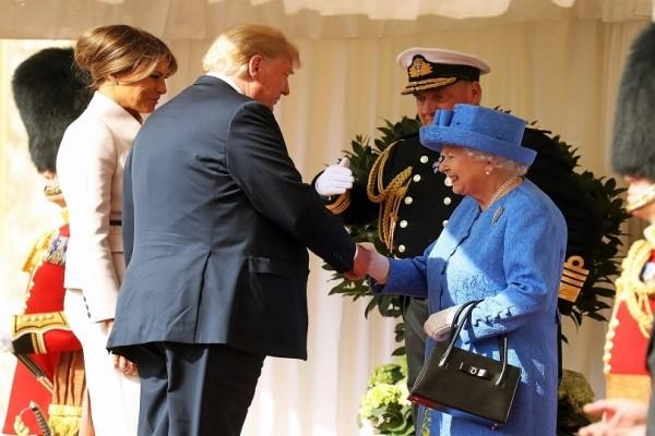 Τι είπε η Βασίλισσα Ελισάβετ μόλις συνάντησε τον Ντόναλντ Τραμπ;