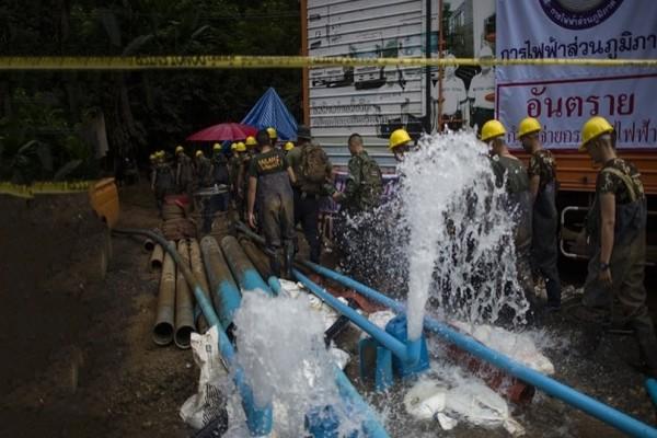 Ταϊλάνδη: Ακόμα δύο παιδιά απεγκλωβίστηκαν από τη σπηλιά! Έχουν σωθεί 6!
