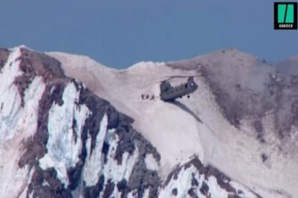 Συγκλονιστικό: Σινούκ προσγειώνεται στις δύο ρόδες και σώζει ορειβάτες! (video)