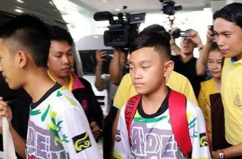 Ταϊλάνδη: Πήραν εξιτήριο τα 12 παιδιά και ο προπονητής τους! Οι πρώτες εικόνες