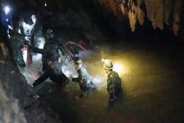 Ταϊλάνδη: Βρέθηκαν ζωντανά και τα 12 παιδιά που είχαν παγιδευτεί σε σπηλιά!